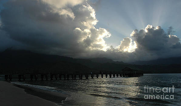 Vivian Christopher - Gods Rays Over Hanalei Bay Pier