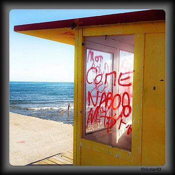 Graffiti & The Beach by Ric Spencer