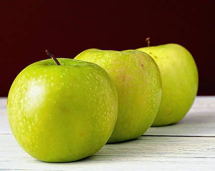 Granny smith apples by Dick Wood
