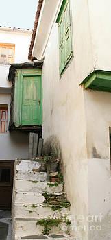 Greek Small Home by Maria Varnalis
