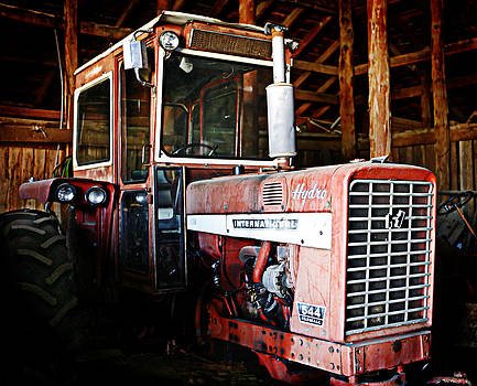 Marilyn Hunt - Happy Harvestor tractor