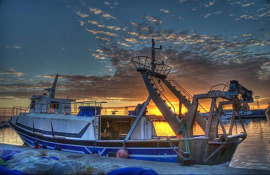 Harbour Light by Tony Unwin