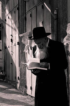 Hasidic Jew Studying by Eli Gray