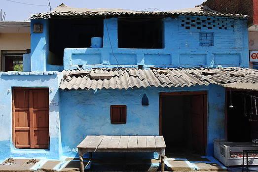 Sumit Mehndiratta - Hut in an Indian village