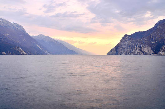 Martina Fagan - I colori pastello sera sul lago