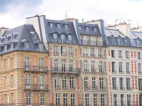 Immeubles Parisiens - Paris - France by Francoise Leandre