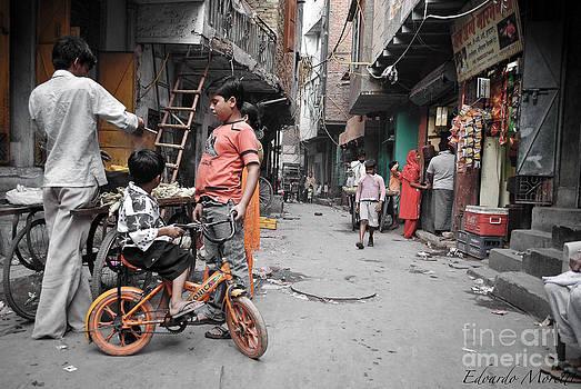 Indian life by Edoardo Moretti