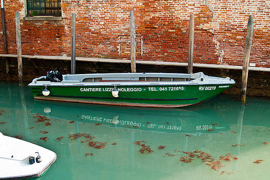 ITL-0035-Green Boat On Venetian Canal by Les Abeyta