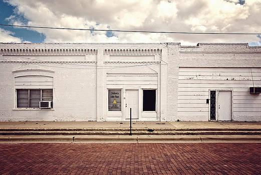 Julia's Cake Place in Slaton Texas by Ilker Goksen