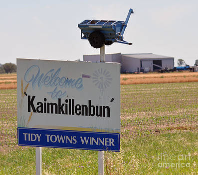 Kaimkillenbun Sign by Joanne Kocwin