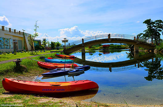 Kayaks Under The Bridge by Enrique Rueda