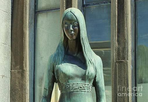 Lady in green by Bernard MICHEL