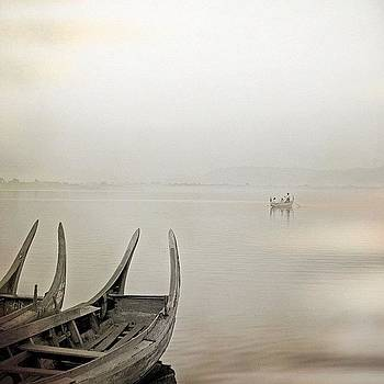 Lake Taungthaman by Felice Willat