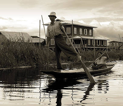 RicardMN Photography - Leg rowing on Inle Lake