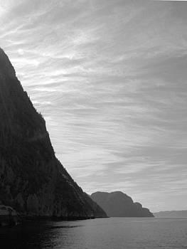 Les murailles du Saguenay by Yves Pelletier