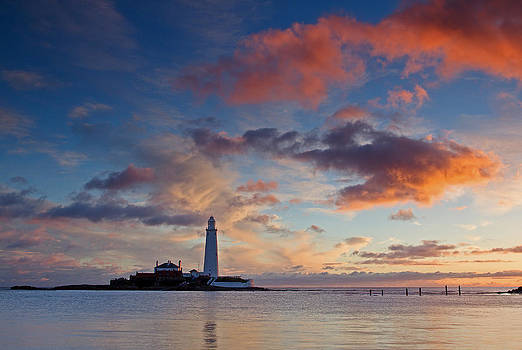David Pringle - Lighthouse At Sunrise