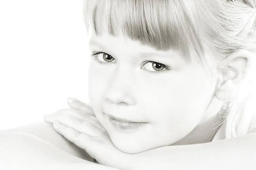 Waldek Dabrowski - Little girl portrait