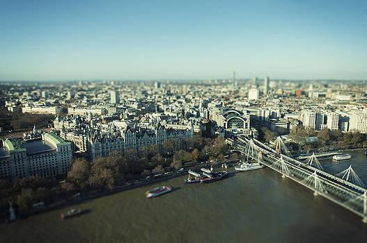London by Domagoj Borscak