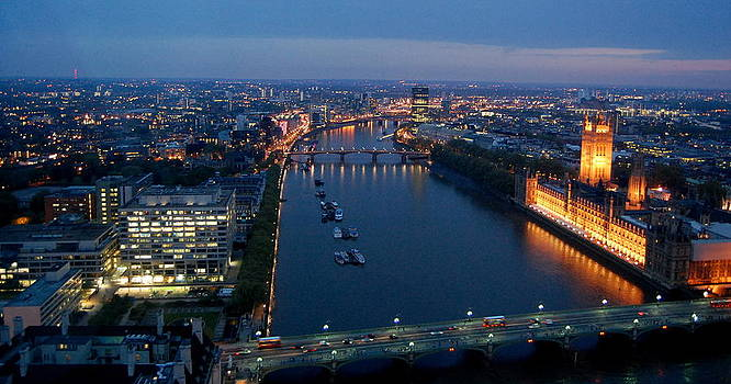 London Parliament by Ama Arnesen