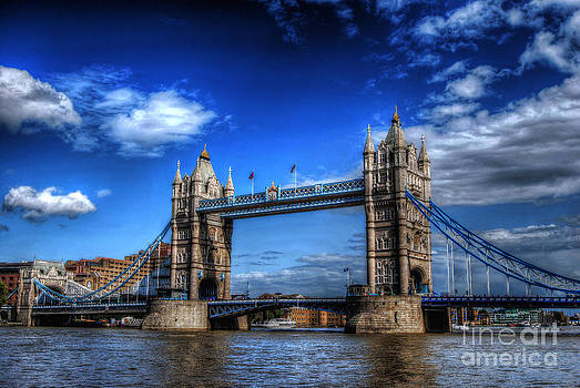 Yhun Suarez - London Tower Bridge