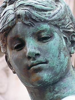Look At Me - Statue - Paris - France by Francoise Leandre