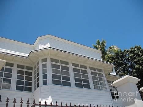 Maison Creole - White House - Ile De La Reunion - Reunion Island by Francoise Leandre