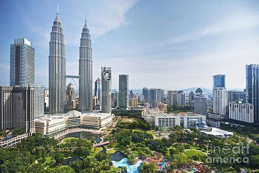 Malaysia Twin Tower by Tomatoskin Kam
