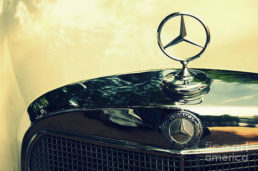 Mercedes Benz - vintage by Vishakha Bhagat