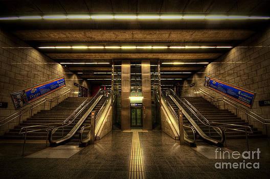 Yhun Suarez - Metro Underground - Passeig de Gracia