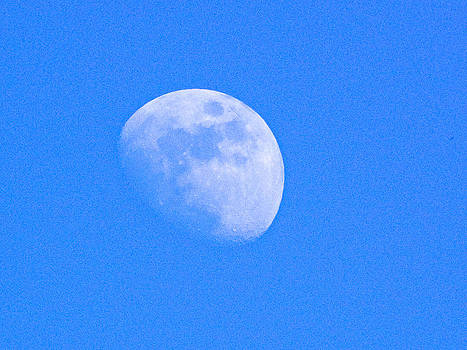 Moon in daylight by Jesus Nicolas Castanon