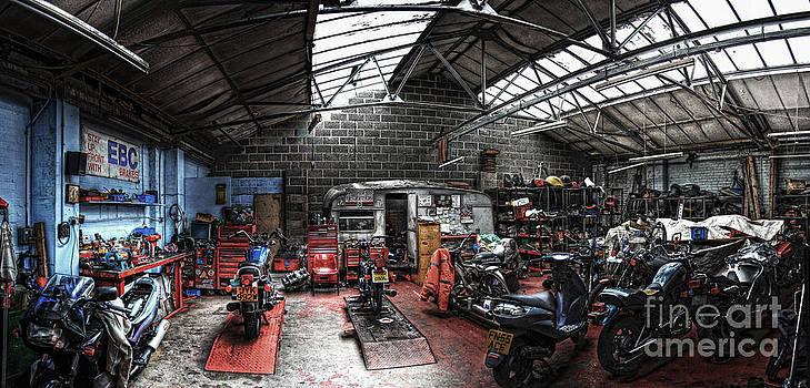 Yhun Suarez - Motorbike Garage