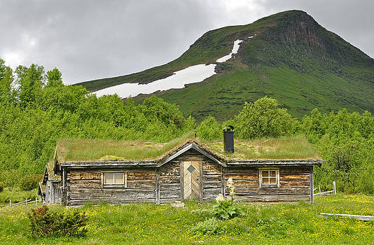 Mountain house by Conny Sjostrom