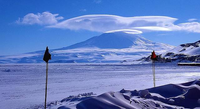 Mt Erebus - McMurdo by David Barringhaus