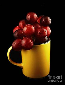 Mug with Grapes by Alfredo Rodriguez