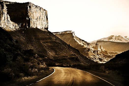 Marilyn Hunt - Nearing Moab