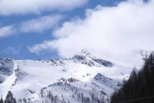 Neve Sulle Montagne by Niki Mastromonaco