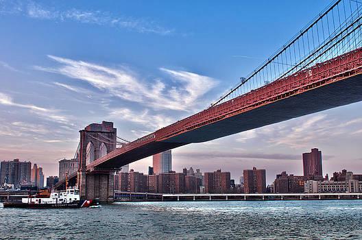 New York City Skyline and Manhattan Bridge by Lucas Tatagiba