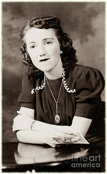 Sophie Vigneault - Nineteen Forty