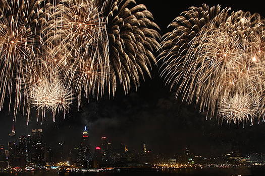 NYC Fireworks on Hudson by Elena Ingram