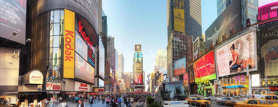 Yhun Suarez - NYC Times Square