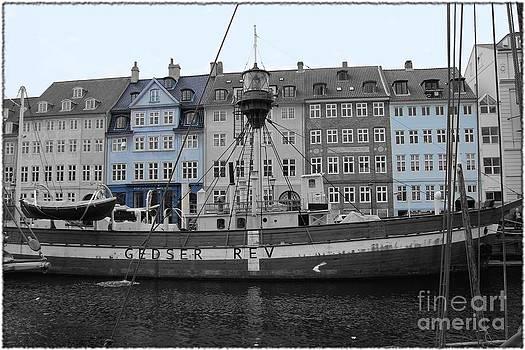 Sophie Vigneault - Nyhavn Port Copenhagen