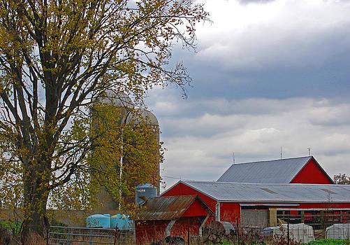 Ohio Farm 2 by Peter  McIntosh