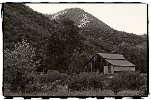 Mick Anderson - Old Barn in Black and White