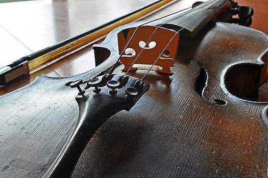 Bill Owen - Old Fiddle and Bow Still Life