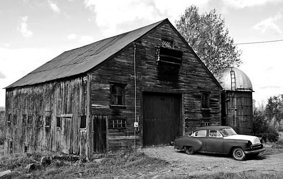 Old New England Farm by Sasha Wolfe