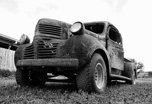 Old Truck by Gary  Taylor