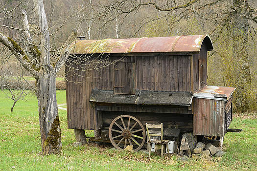 Old wooden construction trailer by Matthias Hauser