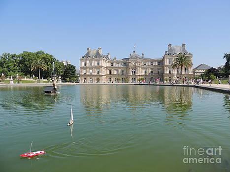 Paris Scene by Geraldine Liquidano