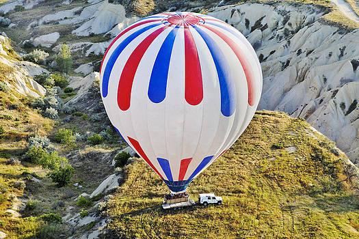 Kantilal Patel - Patriotic Coloured balloon lands on back of trailer