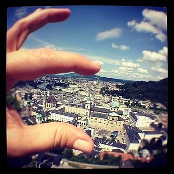 Pequena Salzburg Cabe Na Ponta Dos by Solange Macedo